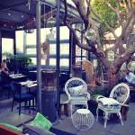 夜遅くまで楽しめるカフェ&レストラン−Kitsch Bar