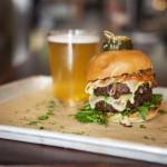 夜遅くまで楽しめるカフェ&レストラン−Old Faithful Bar & BBQ